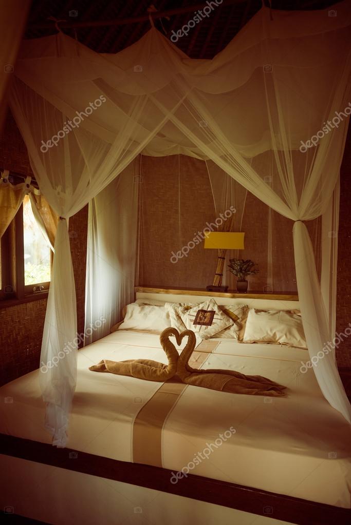 letto con baldacchino — Foto Stock © nikitabuida #35917923