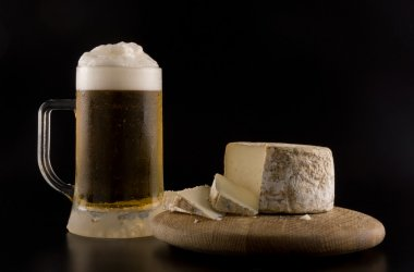 Foaming beer and cheese