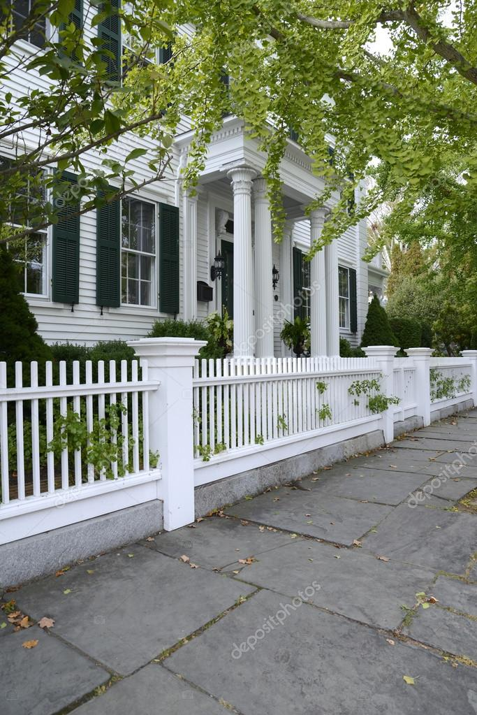 White picket fence by a typical federal style house u2014 Stock Photo