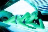 Fotografie krásná dívka líbí její terapie v solné místnosti