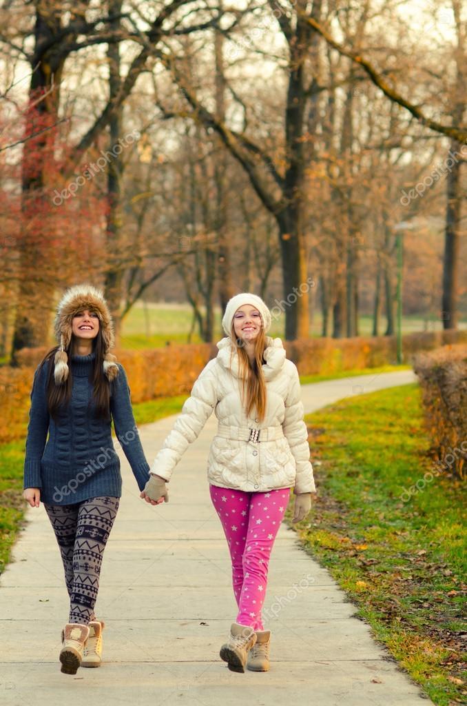 удивляйтесь, фото девушкиных пызд в парке на улицах этому служит тот