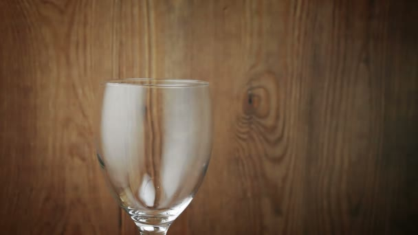 ochutnávka vín ve sklepě