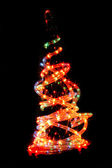 Vánoční strom v noci vánoční