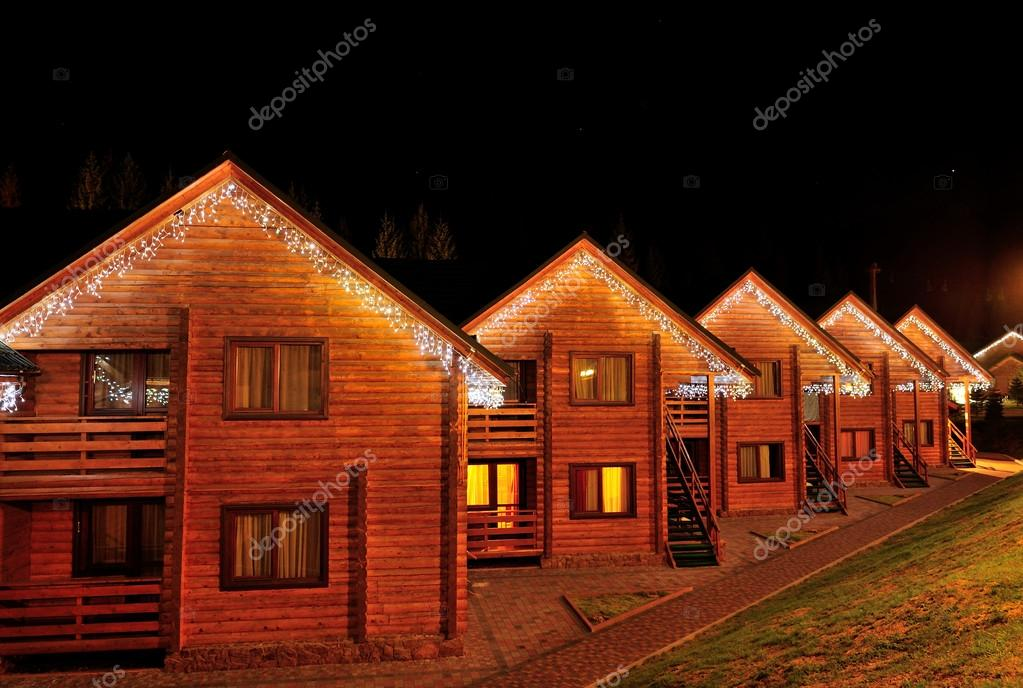 Ingericht Huis Met Kerstverlichting Stockfoto C Volodymyrbur 14289169