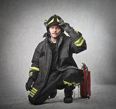hasič na helmě