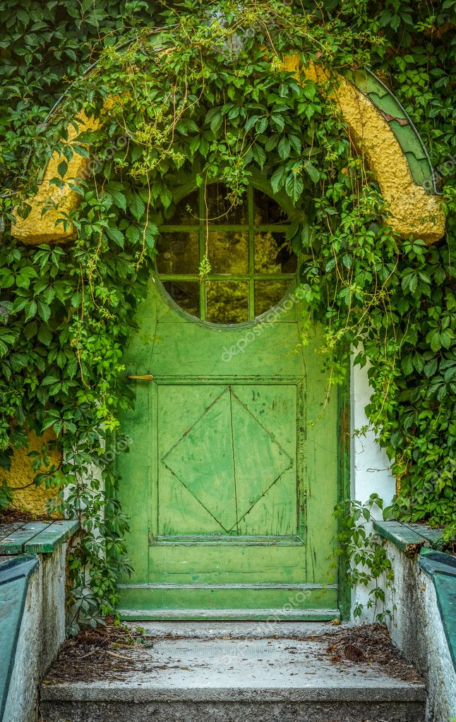 Porta casetta delle fiabe foto stock mrdoomits 39628977 for Piani di costruzione di cottage gratuiti