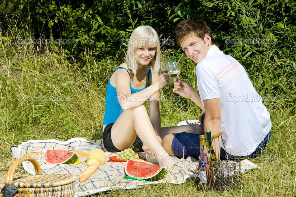 хосты нуждаются фото своих жен на пикнике сожалению, одно место