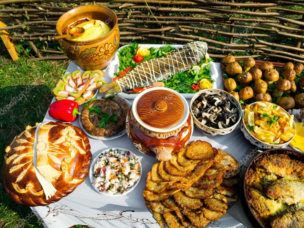 Traditional ukrainian food stock photo toxawww 14115571 for Stock cuisine saint priest