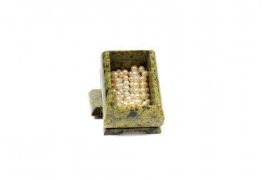 Malachite casket with the pearls