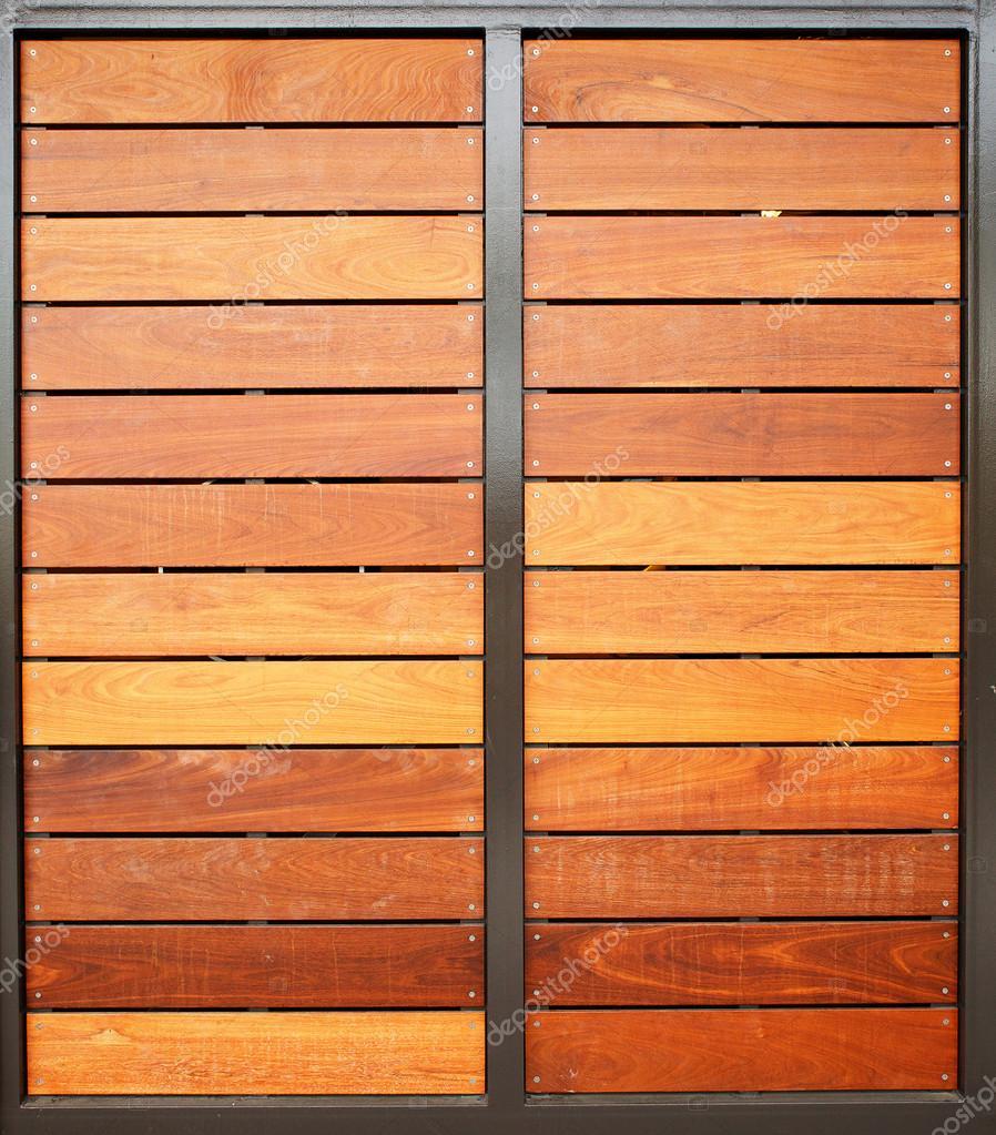 puertas de garaje madera verticales — Foto de stock © bobkeenan ...
