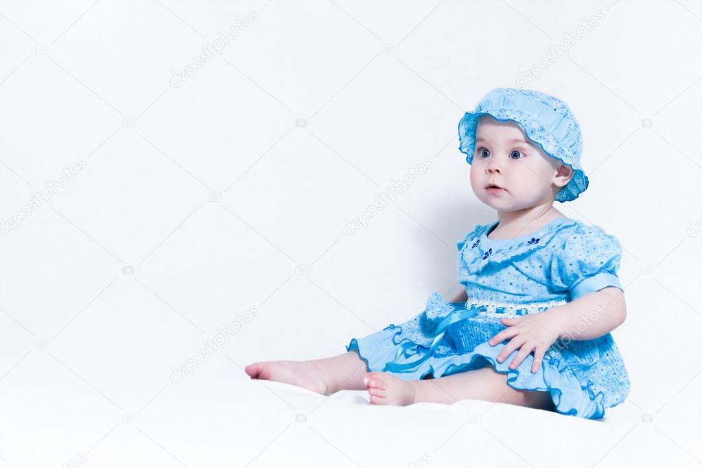 Маленькие девочки в голубом платье