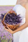Fényképek Menyasszony kezében kosár, levendula virág