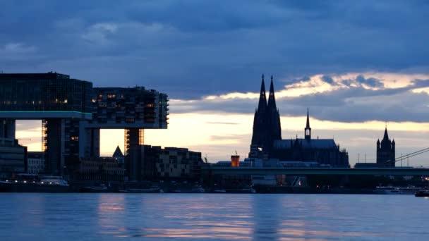 Am Abend kommt über Köln 2