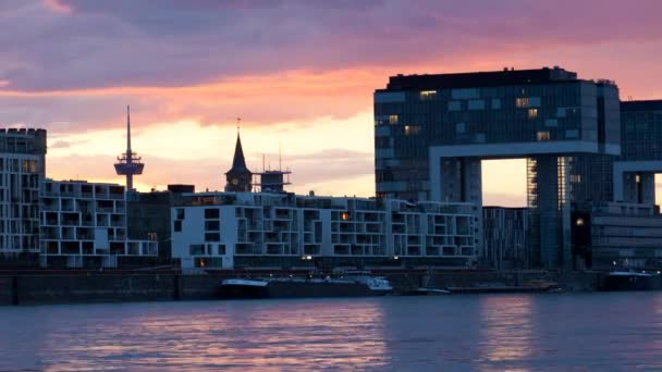 Am Abend kommt über Köln 1