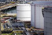 olejové nádrže stanice