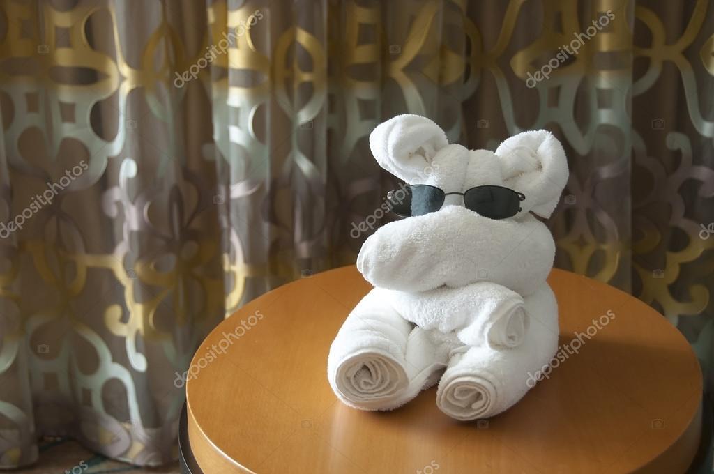 Piegare Gli Asciugamani A Forma Di Animale : Asciugamano artistico pieghevole u2014 foto stock © jcpjr1111 #47651139