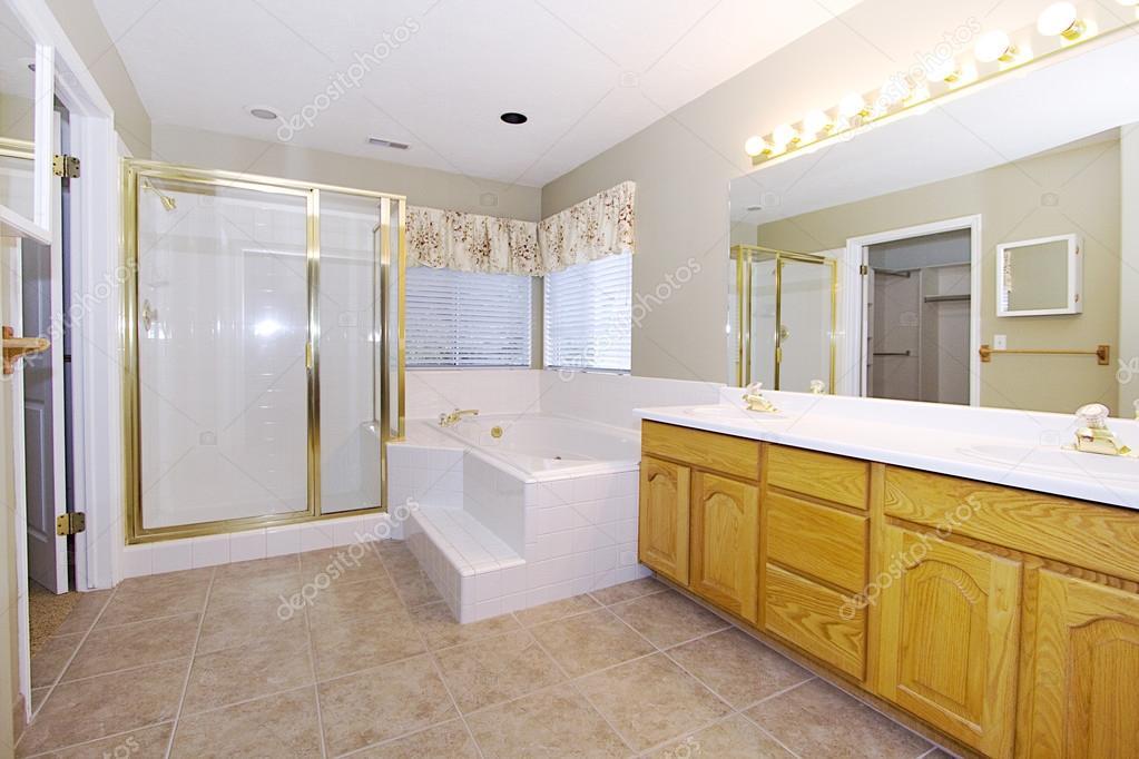 картина в ванную комнату крупным планом картина интерьер ванной