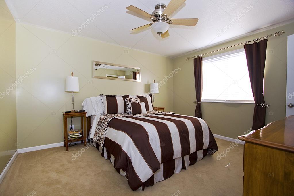 camera da letto stile classico — Foto Stock © mdilsiz #37129843