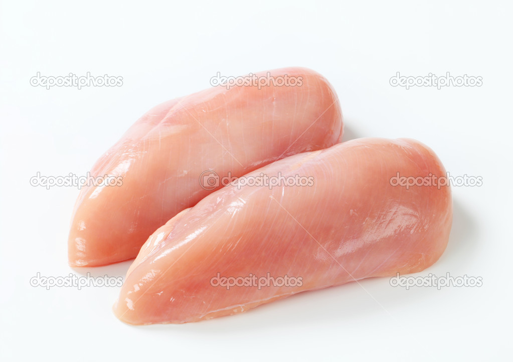 Приспособилась кормить собаку куриным филе