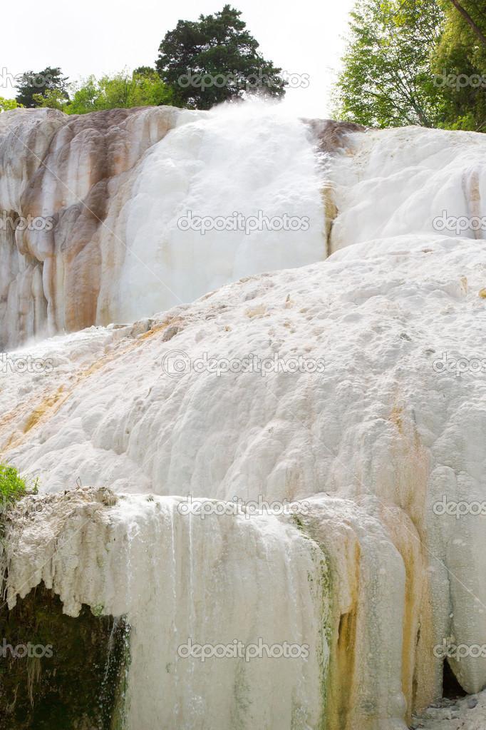 fosso bianco fontes termais em bagni san filippo — Stock Photo ...
