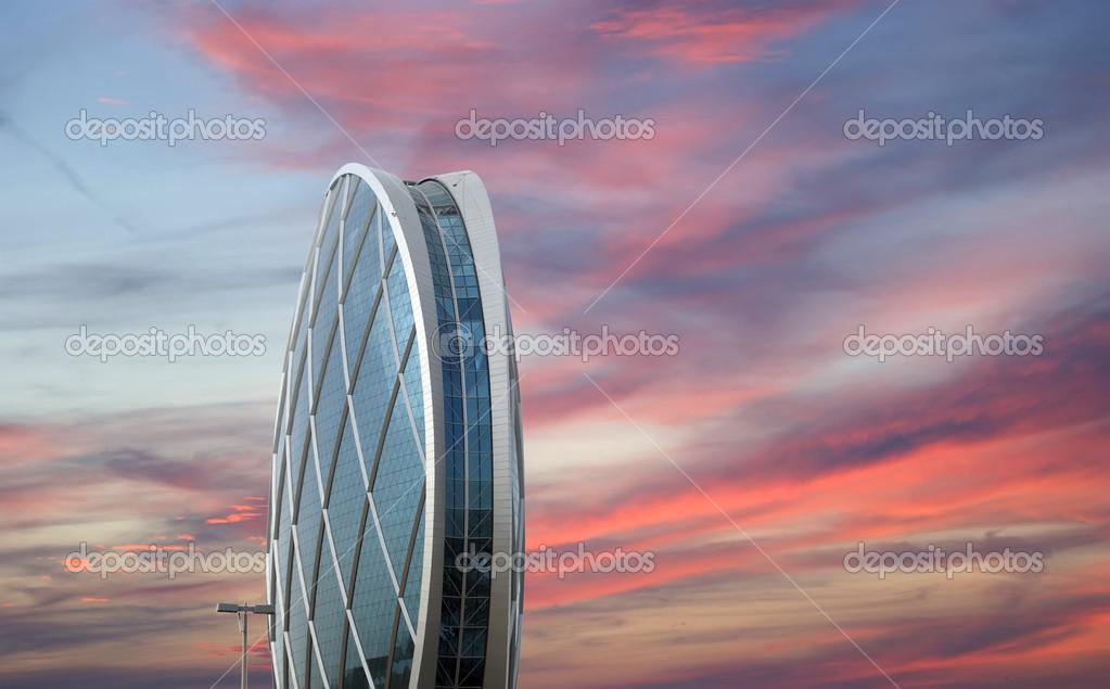 edificio circular aldar abu dabi emiratos rabes unidos u foto de stock