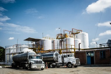 Chemical Storage Tank And Tanker Truck