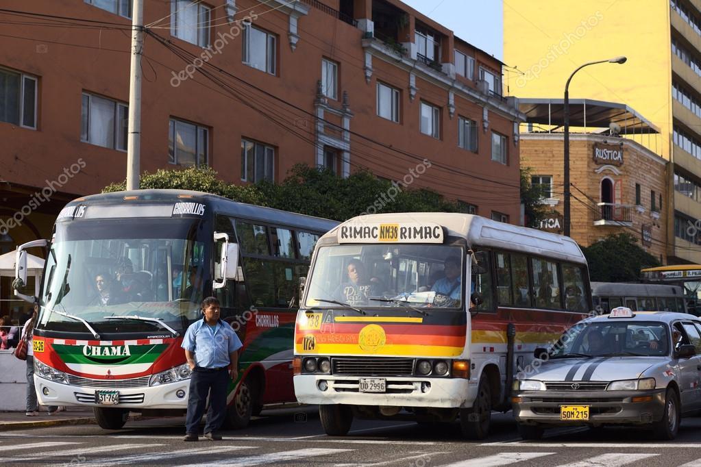 リマ、ペルーの公共交通機関 - ...