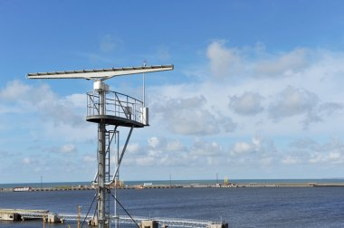 Radar and parabolic grid antenna