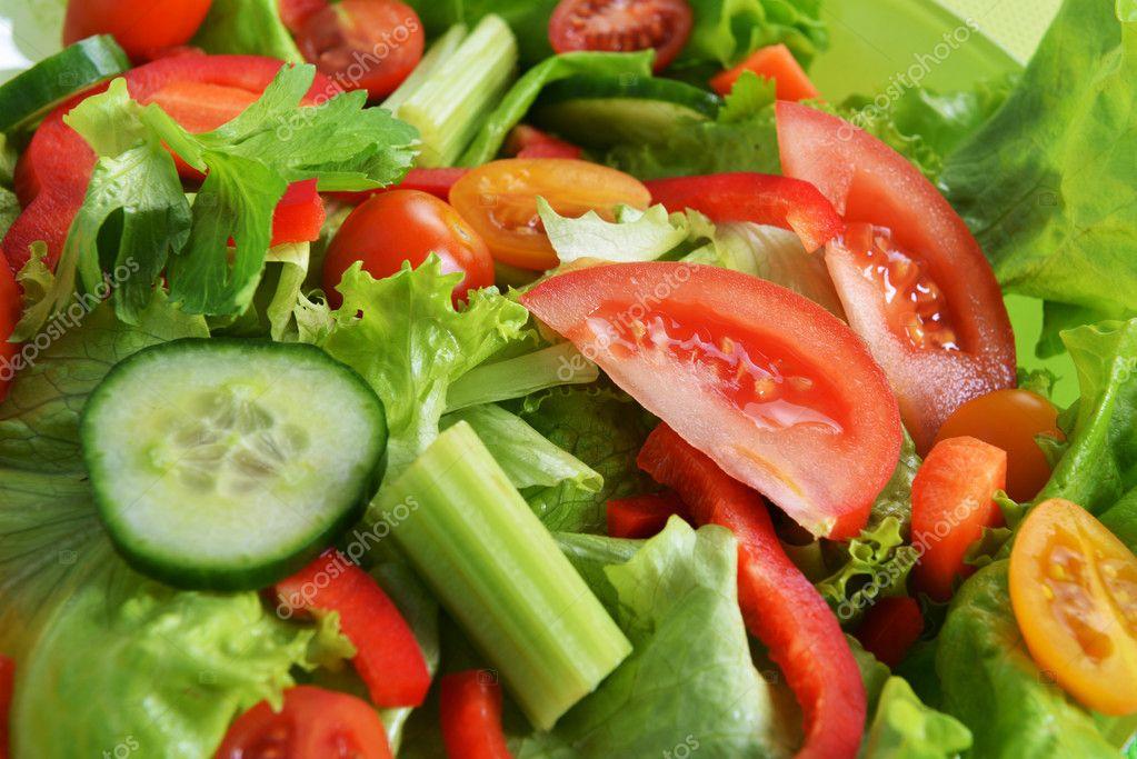 Фото салата из множества овощей