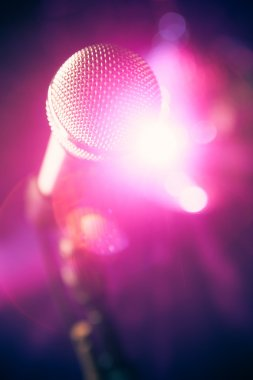 microphone on stage with shiny glare
