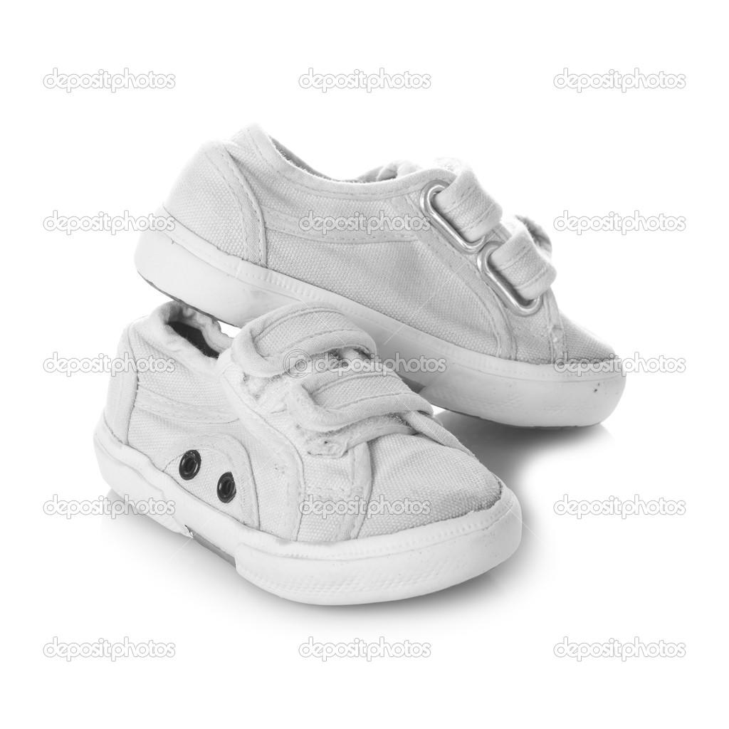 Scarpe scarpe da ginnastica per bambini isolati su sfondo bianco — Foto  Stock 9b757441b83