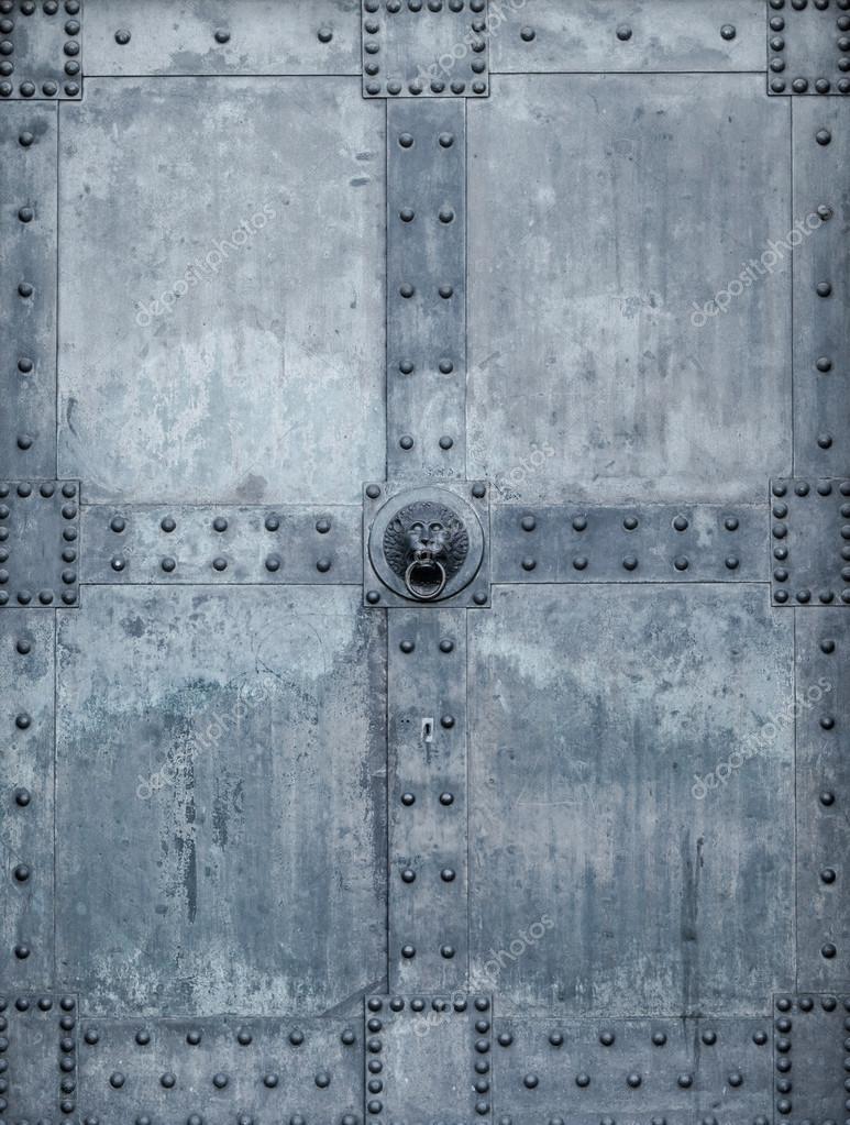 Metalltür kirchentür alte metalltür stockfoto ewastudio 42984299