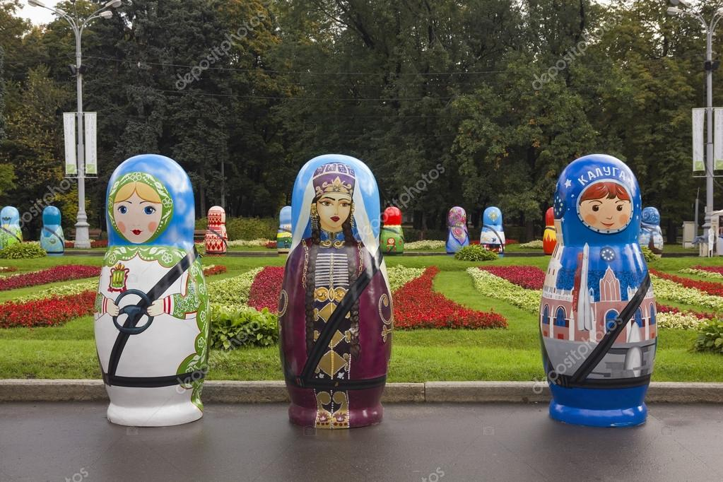 Festival of large Russian wooden dolls