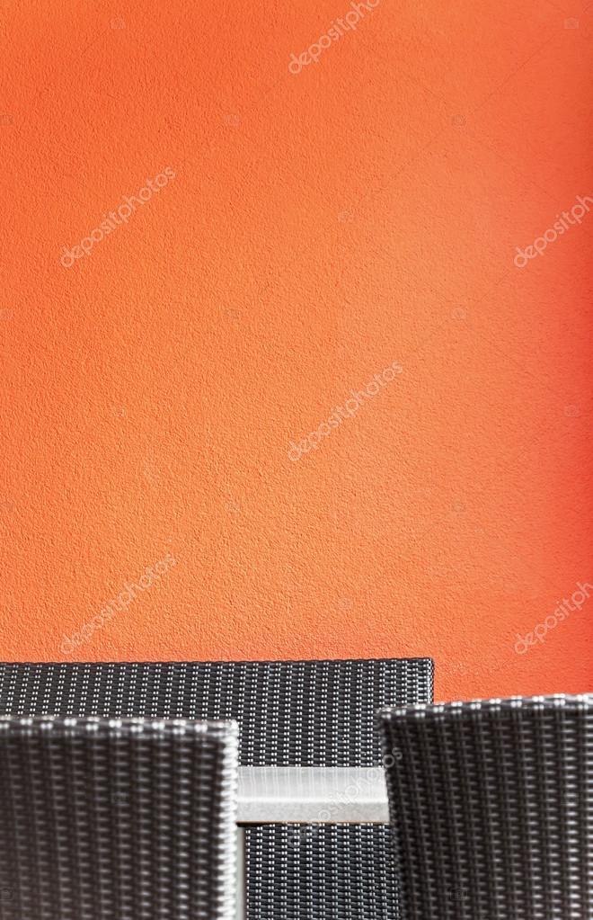 Schwarz Rattan Stuhle Vor Roter Wand Stockfoto C Chrissi 26211437