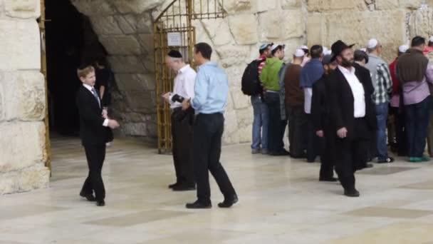 turisté a věřící