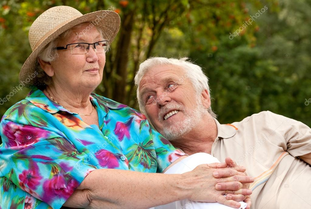 фотографии пожилых женщин с парнем