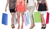 Elegantní nohy s nákupní tašky