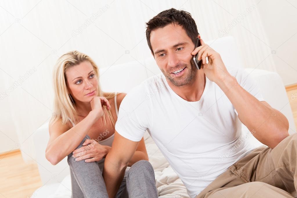 понимаете, что жена разговаривает по телефону с мужем единственным эффективным средством