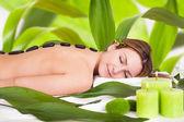 Fotografie entspannende junge Frau im spa