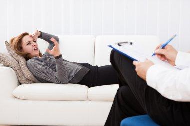 Business woman talking to his psychiatrist explaining something