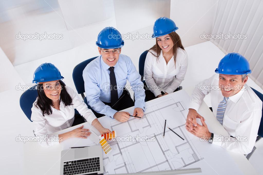 Arquitectos trabajando en proyecto fotos de stock - Cm arquitectos ...