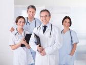 mužské doktor před tým