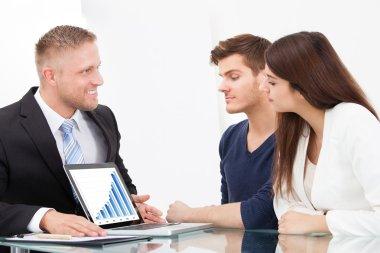 Advisor Showing Investment Plans
