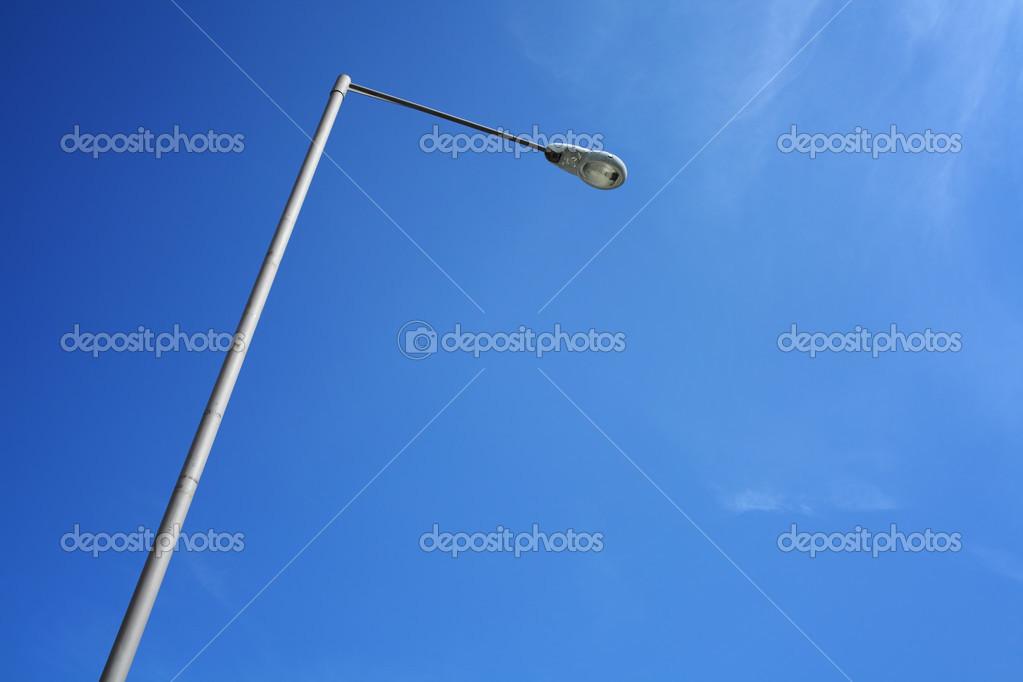 Palo di illuminazione con cielo blu u2014 foto stock © leungchopan #28585991