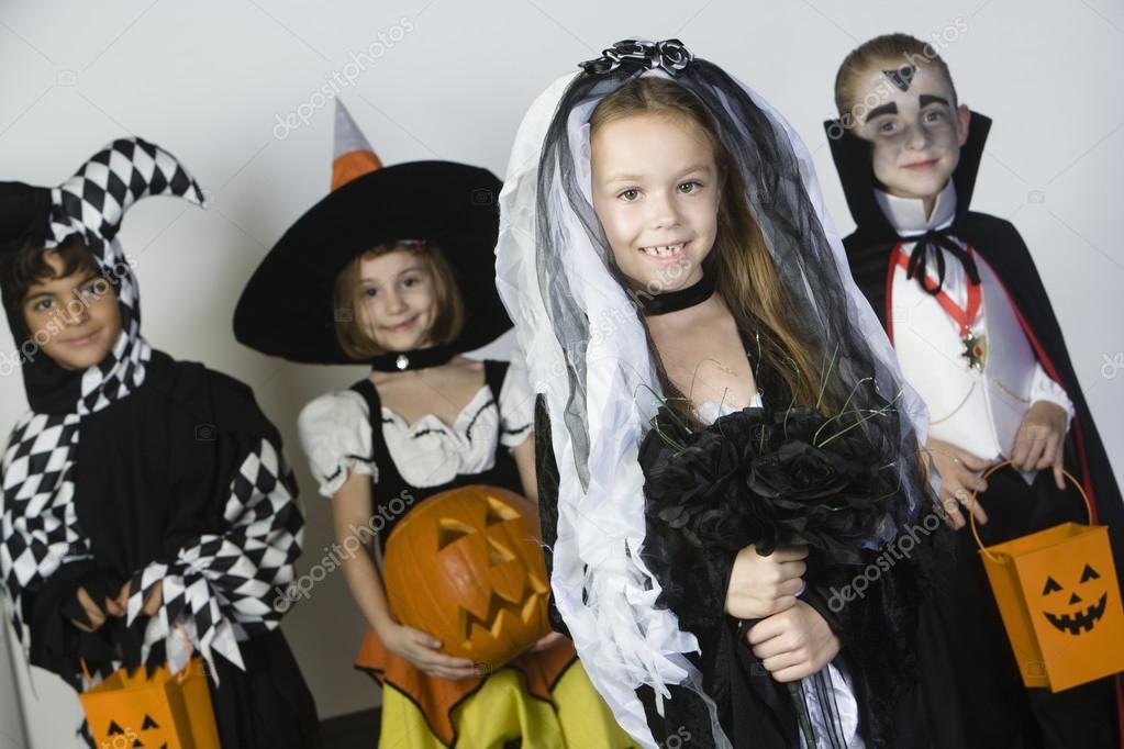 Halloween Gruppo.Gruppo Di Kid In Costumi Di Halloween Foto Stock C Londondeposit