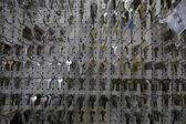 Velká skupina klíčů na displeji v úložišti