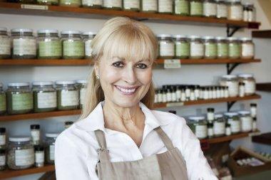 senior spice store owner