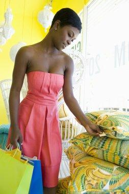 Shopper Studies Price Tag On Cushions