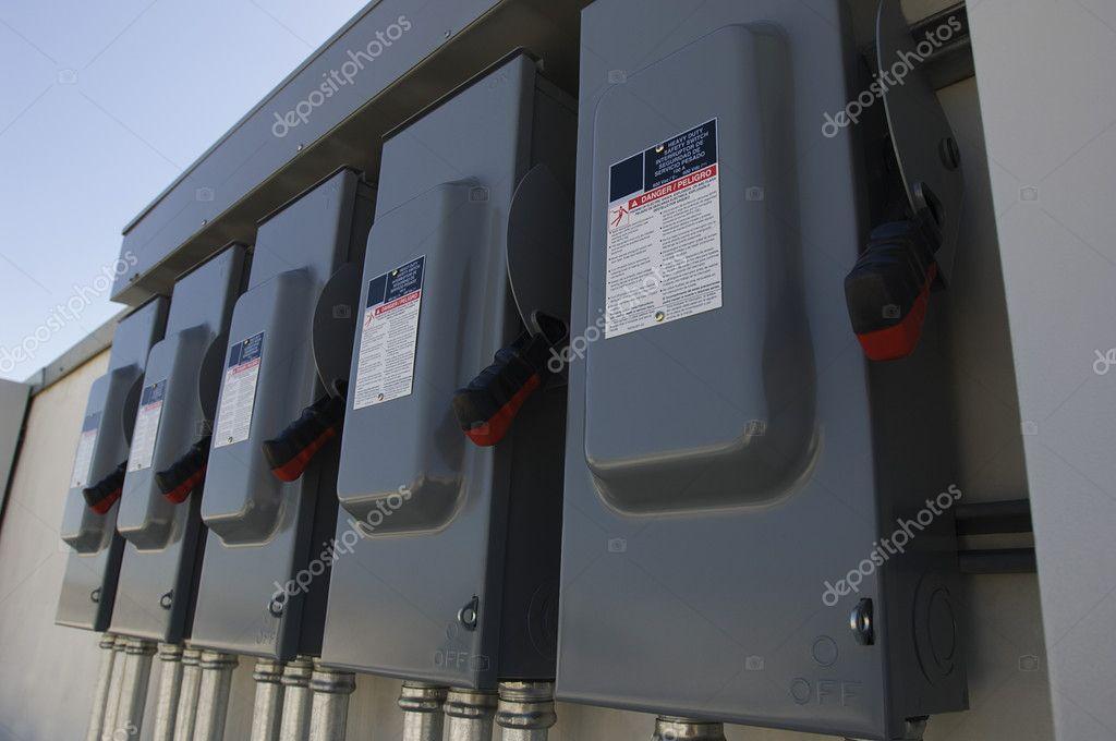 elektrische Breaker-Boxen am Solarkraftwerk — Stockfoto ...