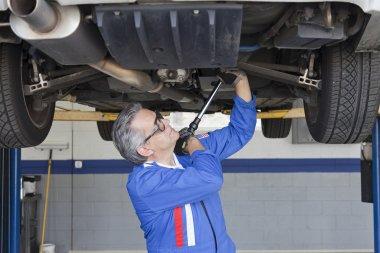 senior Mechanic in auto repair shop